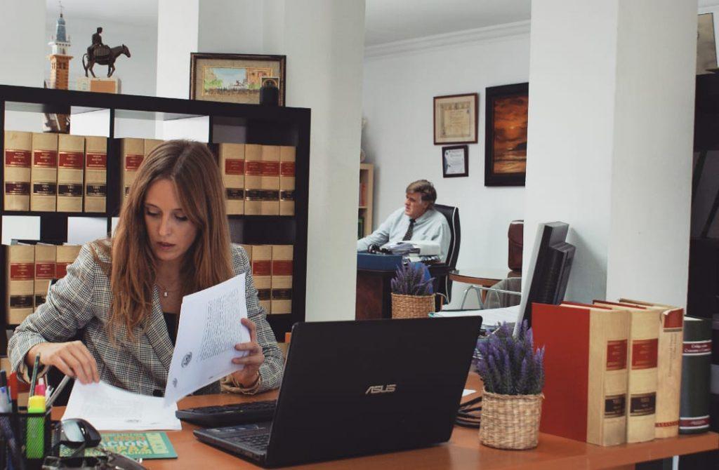Servicios de asesoramiento del bufete cirineos abogados